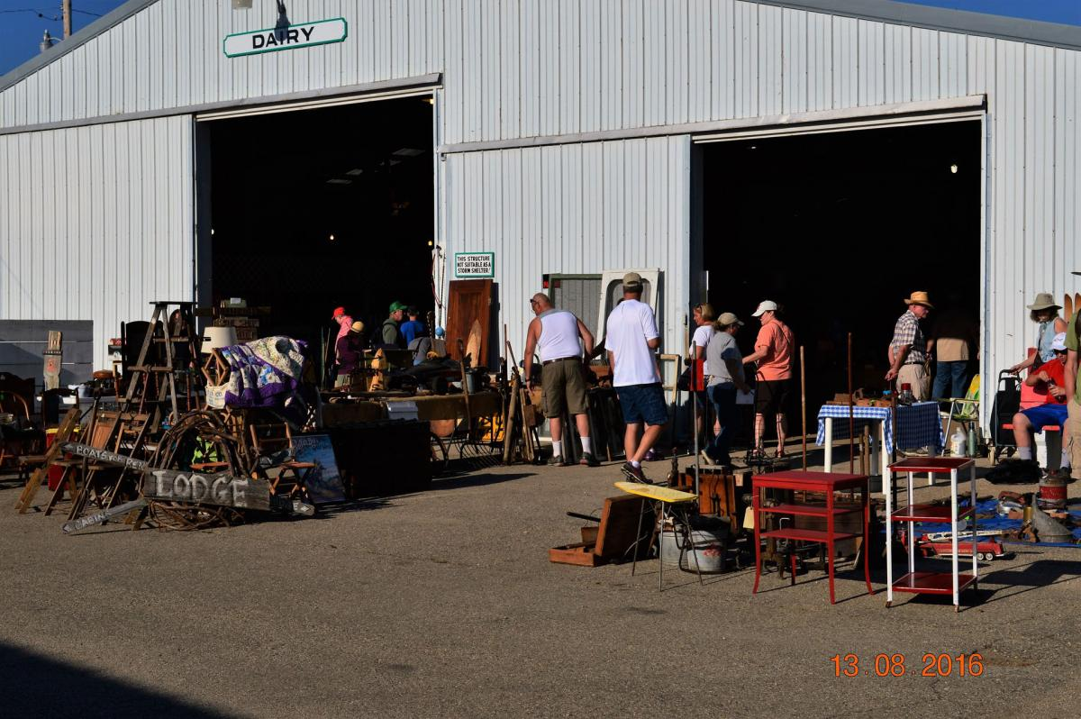 ELKHORN ANTIQUE FLEA MARKET @ Walworth Co. Fairgrounds